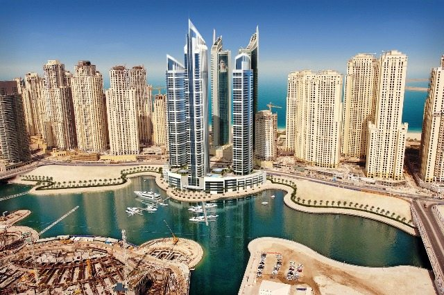 Gli Emirati Arabi vogliono costruire una montagna artificiale