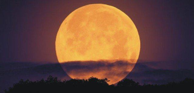 La superluna di novembre suscita timori per possibili disastri